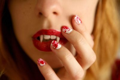 Halloween Blood Splatter Nailart