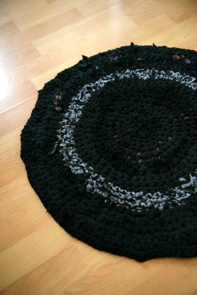 T-Shirt-Yarn Crocheted Rug