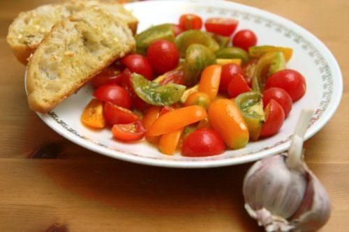 Tomato Salad with Garlic Bread