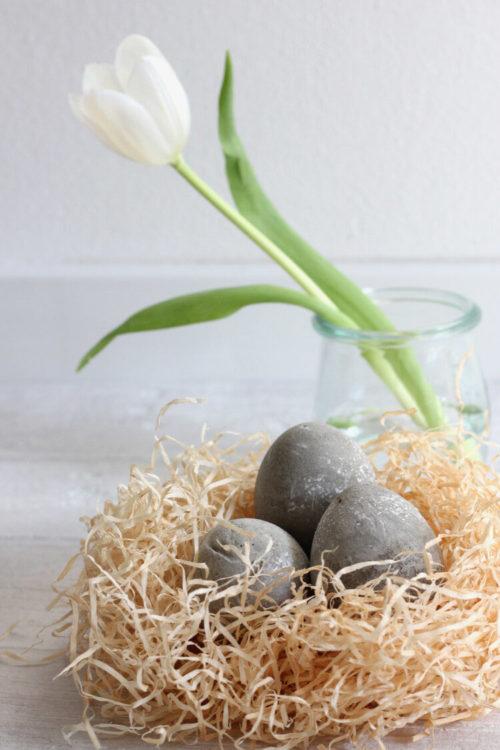 Faux concrete Easter eggs DIY